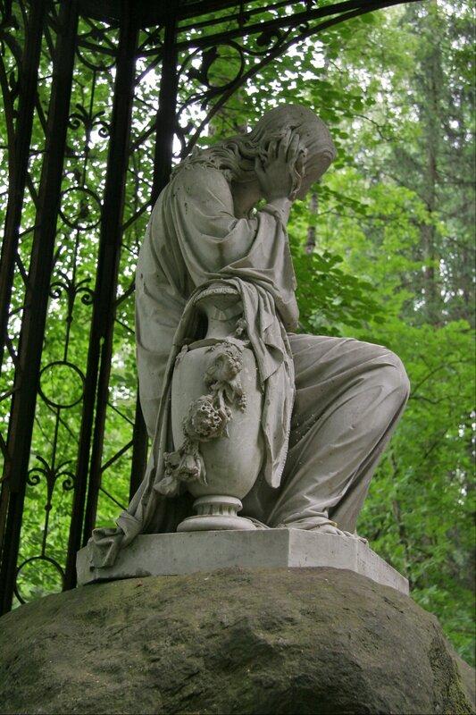 Павловский парк. Памятник Великому князю Вячеславу Константиновичу