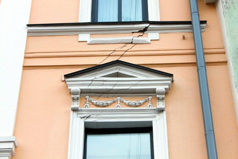 Трещины на фасаде