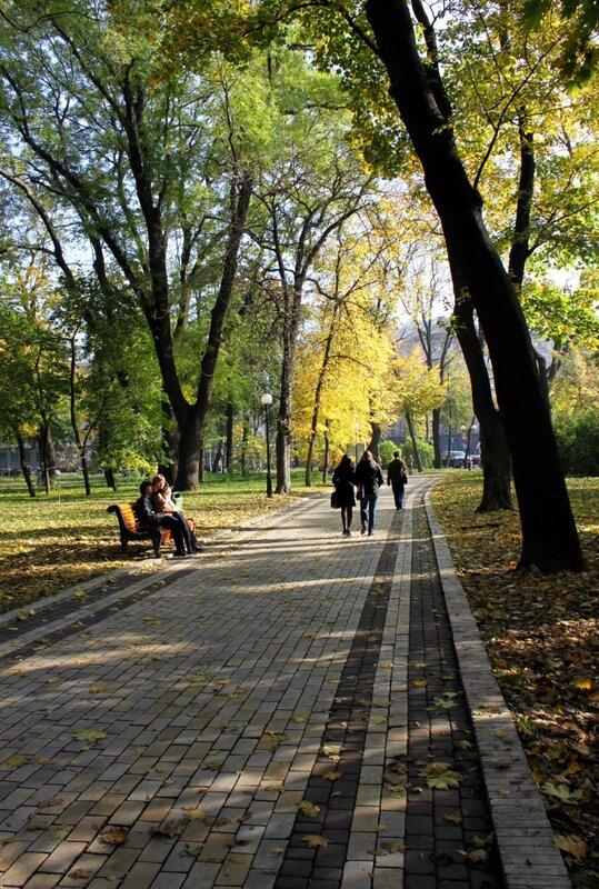 Мариинский парк в районе Дома офицеров