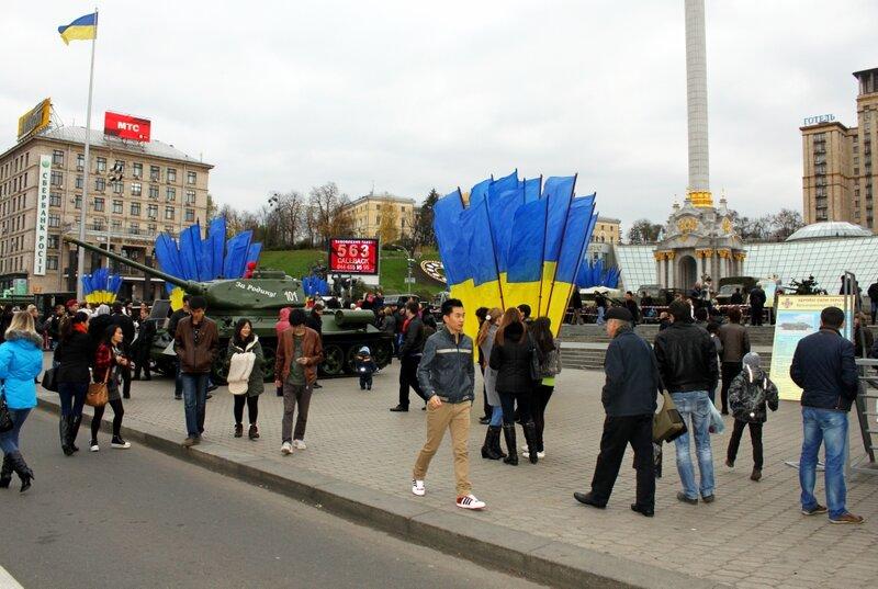Выставка военной техники на Майдане Незалежности