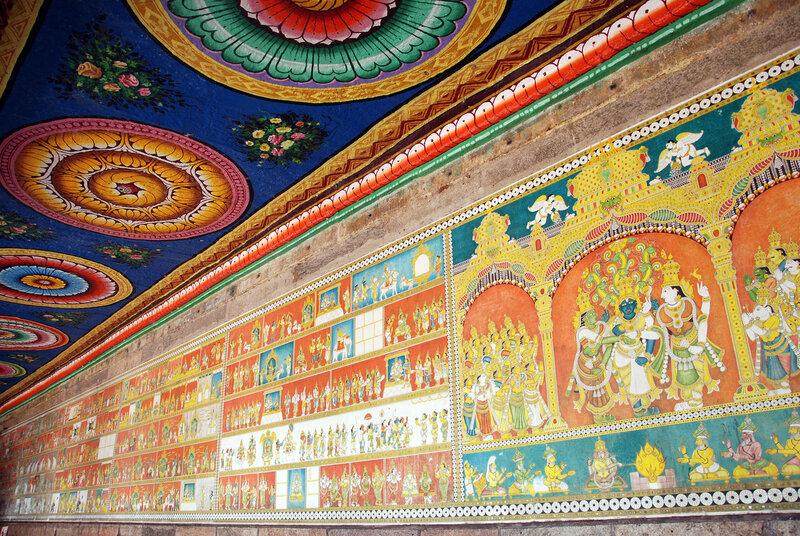 Роспись на стенах и потолке галереи храма Минакши Сундарешвары