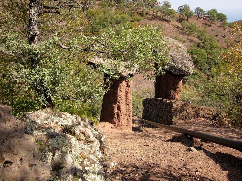 Каменные грибы на Сотере