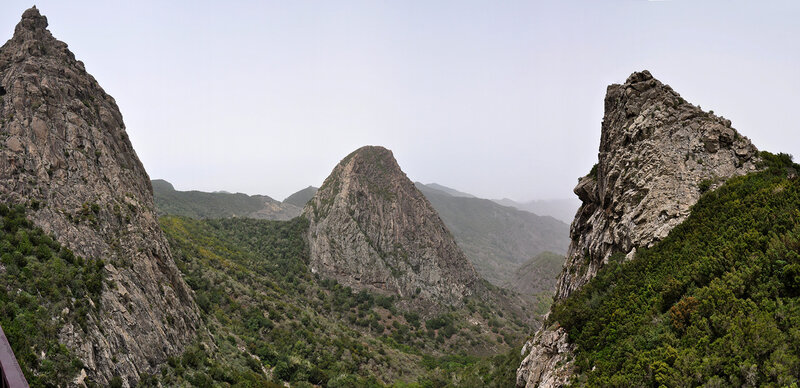 Останцы выходов лавы на острове Гомера