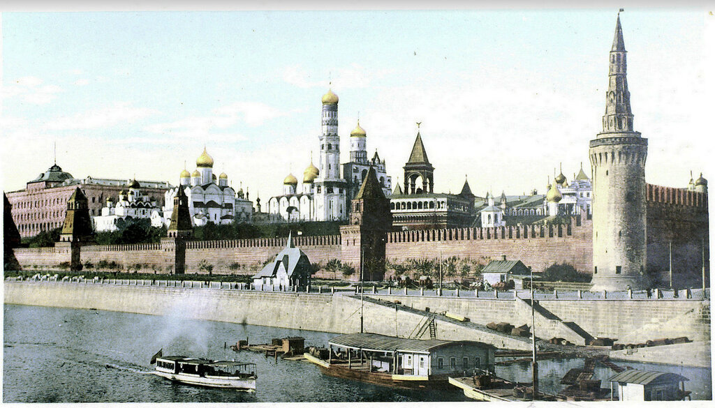 182708 Вид на Кремль с Москворецкого моста 1905—1911.jpg