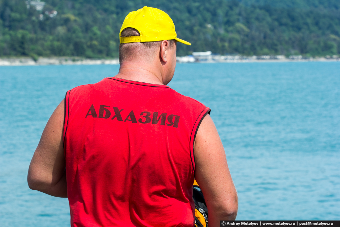 Надпись на футболке Абхазия