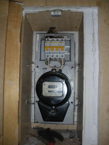 Фото 6. Квартирный щит после замены повреждённых автоматических выключателей на новые. Общий вид.