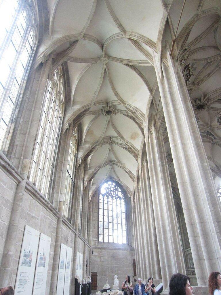 Interior_of_the_Church_of_Saint_Barbara_(Kutná_Hora)_78.JPG