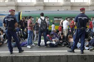 Мигрантов в Венгрии отправили в спецлагерь