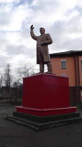 Фотография Инты №1992  Памятник Сергею Мироновичу Кирову 07.10.2012_14:00