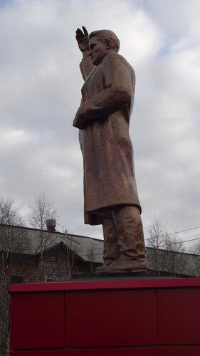 Фото города Инта №1995  Памятник Сергею Мироновичу Кирову 07.10.2012_14:01