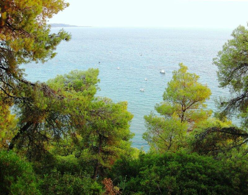 На холмах над морем