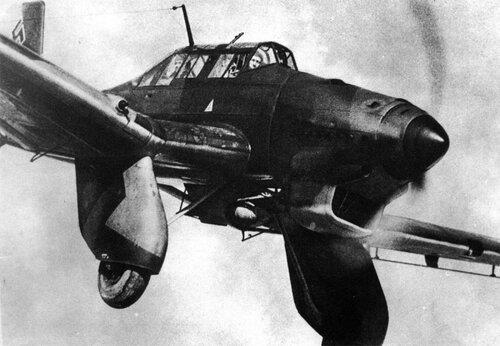 Ju-87А в полете.jpg