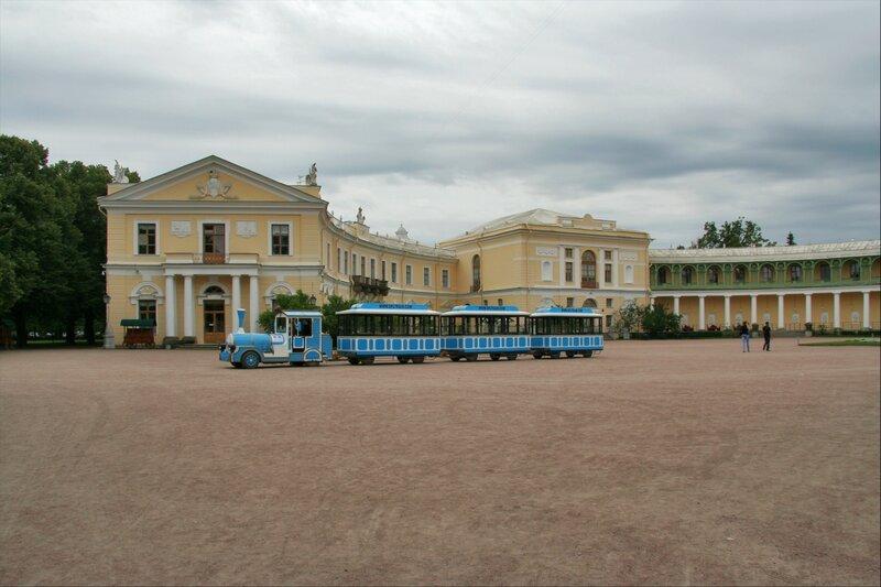 Павловский парк, Экскурсионный автобус