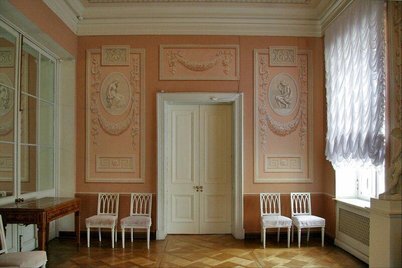 Павловский дворец, Кавалергардская