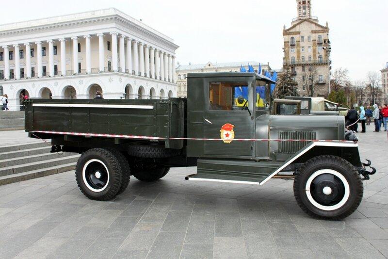 Военный грузовой автомобиль