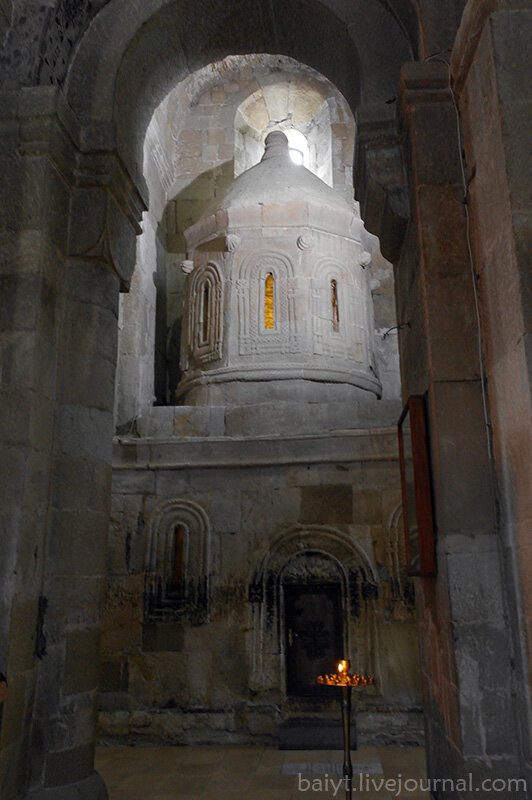 Светицховели. Часовня - старинная копия иерусалимского храма Воскресения.