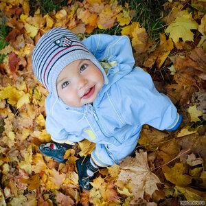 Ребенок в листьях (осень, ребенок)