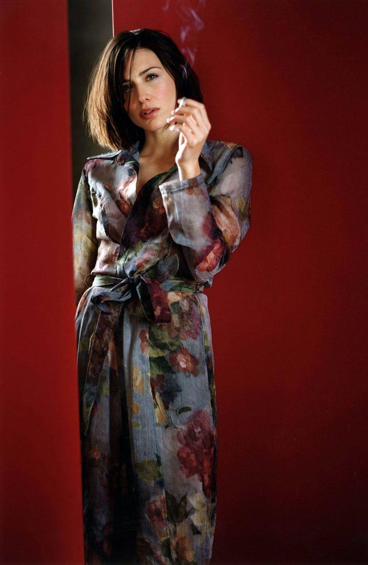 smoking Claire Forlani / Клейр Форлани с сигаретой