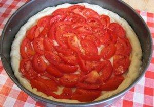 домашняя пицца с помидорами