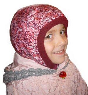 Шапка шлем на взрослом ребенке