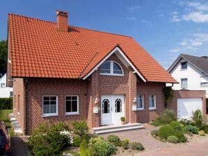 дом, отделанный клинкерным кирпичом.