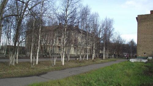 Фото города Инта №1950  Юго-западный угол дома Полярная 16 07.10.2012_12:53