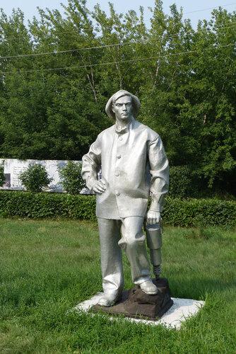 Скульптура шахтера в музее Красная Горка