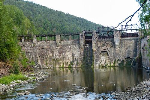 Электростанция Пороги фото издалека