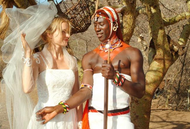 Вфильме : Наотдыхе вКении красавица Карола влюбляется втемнокожего Лемалиана. Она принимает реше