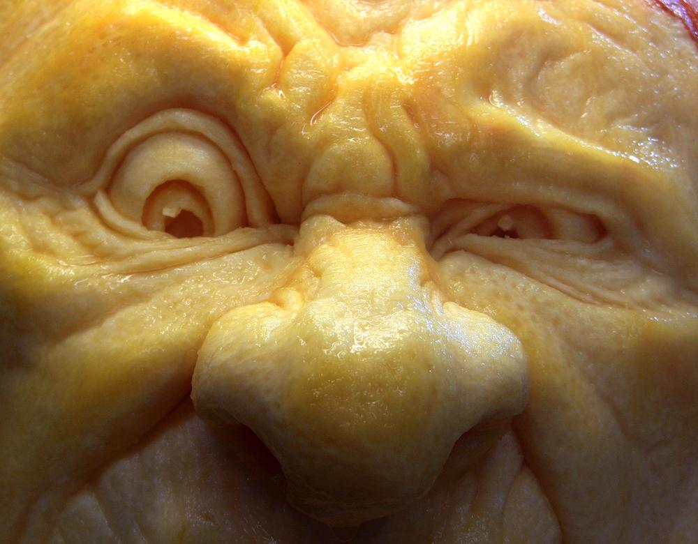Тыквенные скульптуры на Хэллоуин от Рэя Виллафан