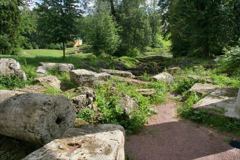 Павловский парк, Руины колоннады Аполлона