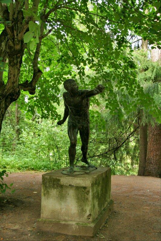 Павловский парк. Статуя