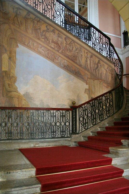 Павловский дворец, Парадная лестница