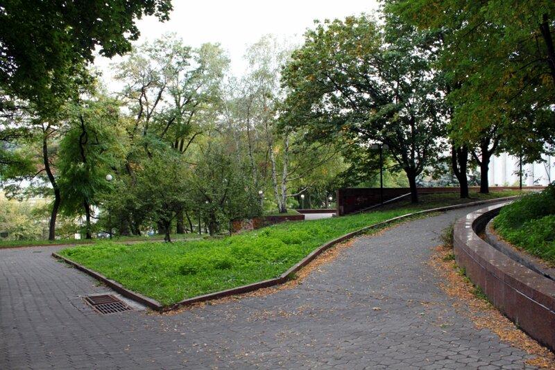 Владимирская горка в районе каскада