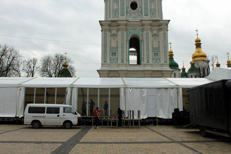 Возведение теплых шатров на Софиевской площади