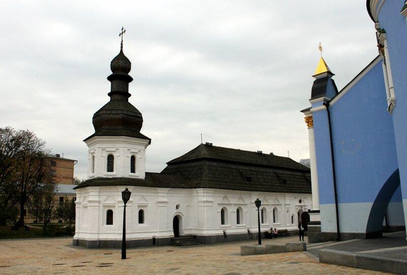 Трапезная церковь и угол Михайловского собора