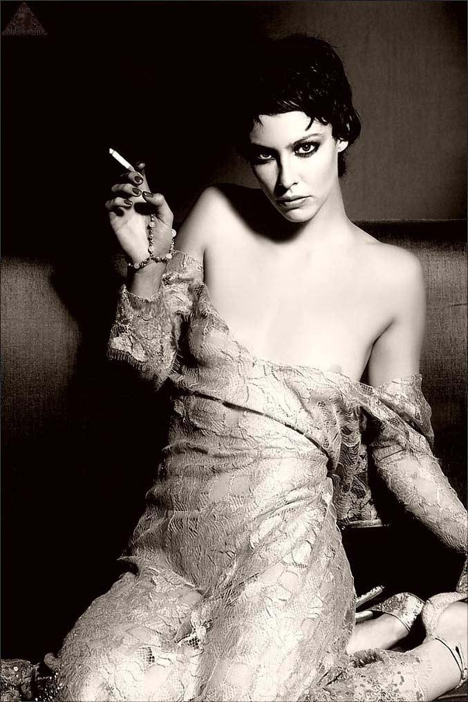 smoking Anna Mouglalis / Анна Муглалис с сигаретой