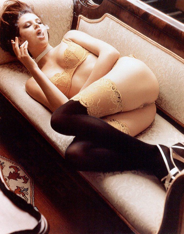 smoking Charlize Theron / Шарлиз Терон с сигаретой