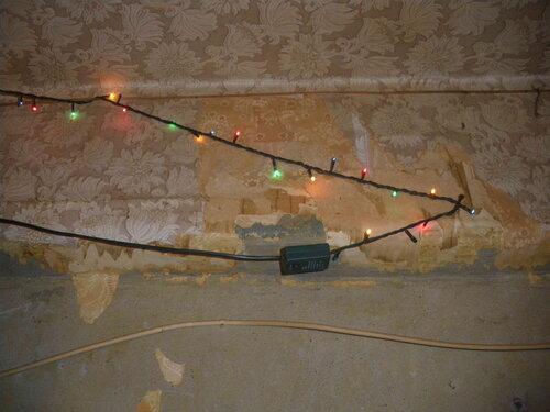 Фото 18. Выключатель гирлянды. Не каждый дотянется без использования табуретки.