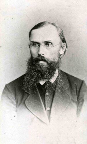 <a href='http://img-fotki.yandex.ru/get/6622/97867398.12/0_7e6d0_7c88998d_orig.jpg'>Портрет С.В. Максимова (1831-1901). Фото второй половины XIX в.</a>