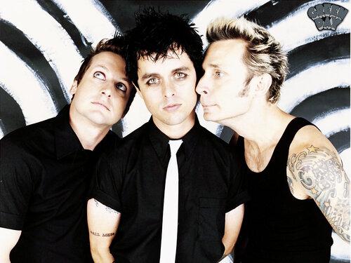 Пластинка American Idiot группы Green Day заняла в рейтинге 1 место