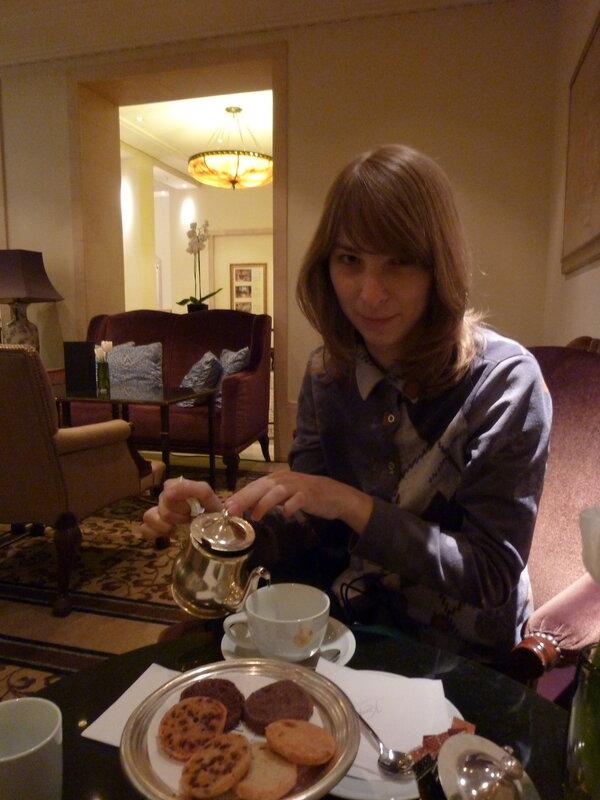 Вальтер ведет переговоры:) We have cookies:)