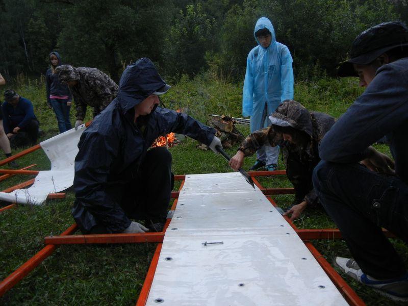Собирали катамараны под проливным дождем (18.08.2015)