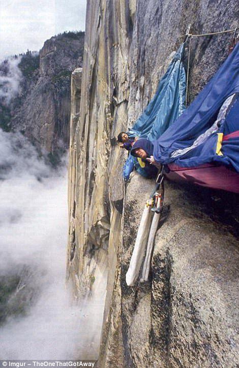 Альпинисты на монолите Эль-Капитан в Йосемитском национальном парке в Калифорнии.