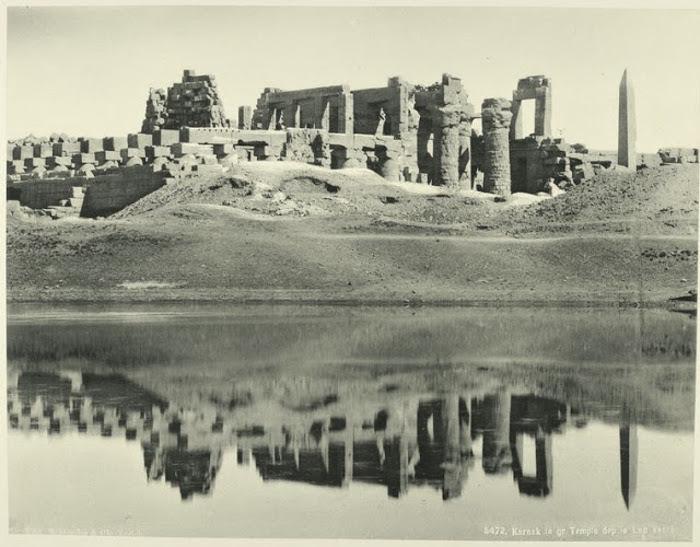 Великий храм и священное озеро. Халифами назывались правители у мусульман. Это был самый высокий тит