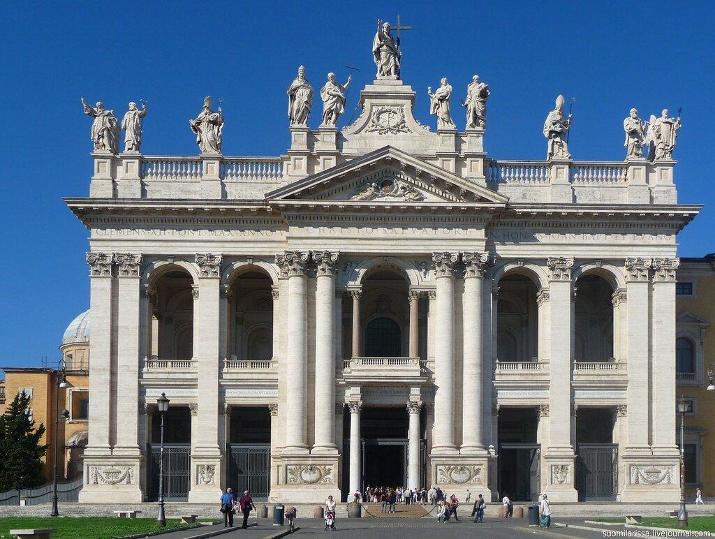 Фасад Латеранского собора.