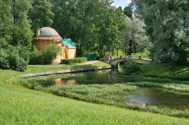 Павловский парк, Холодная баня и мост Кентавров