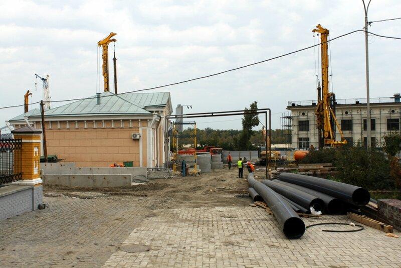Строительные работы возле Почтовой станции