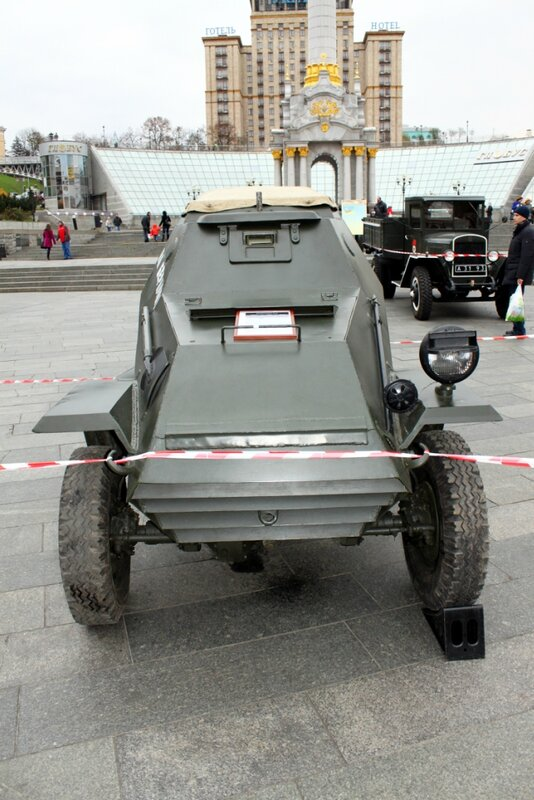 Бронеавтомобиль БА-64 на Майдане Незалежности