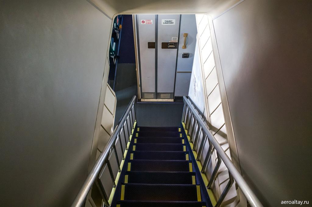 Лестница в Боинге 747 Трансаэро